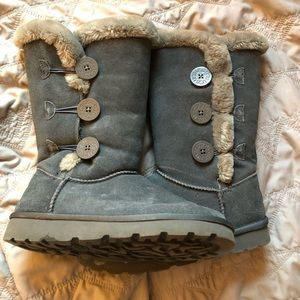 UGG Bailey Button triplet gray